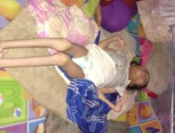 Tidur Beralaskan Lantai Tanah, Gadis Remaja Penderita Lumpuh Ini Mengharapkan Bantuan Dermawan