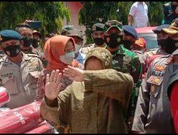 Hampir Marah, Rismaharini Sempat Larang Warga dan Media Merekam Saat Kunjungi Korban Longsor di Luwu